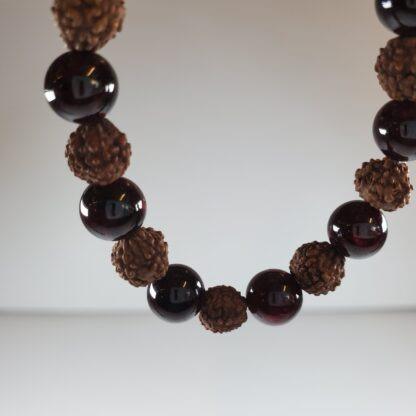 bracelet grenat et graine de bracelet grenat et graine de rudraksha