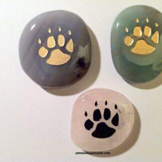 pierre-totem-patte-de-loup