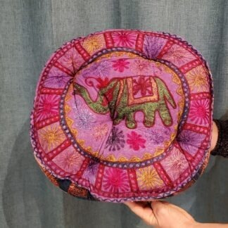 Coussin méditation - éléphant vert sur rose