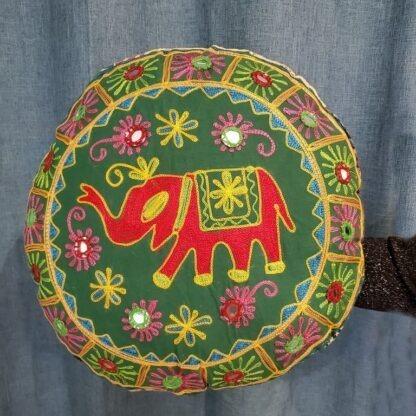 Coussin méditation - éléphant rouge sur vert